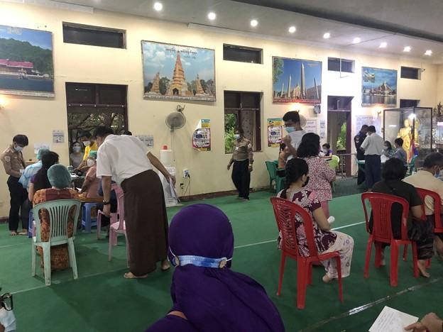 ヤンゴンのコロナワクチン接種会場 (4)