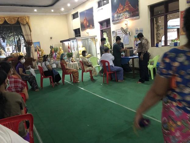 ヤンゴンのコロナワクチン接種会場 (6)