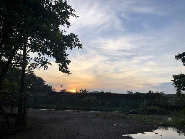 ヤンゴン10月9日の空とあふれた川 (1)