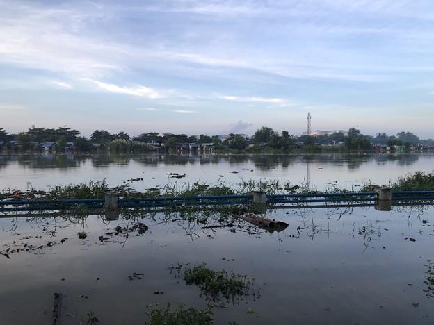 ヤンゴン10月9日の空とあふれた川 (3)