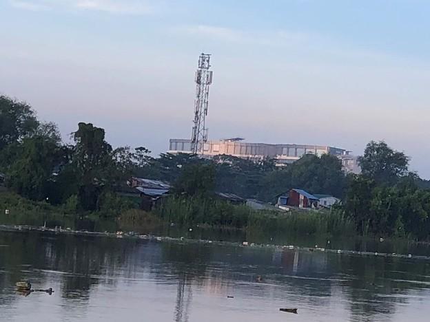 ヤンゴン10月9日の空とあふれた川 (4)