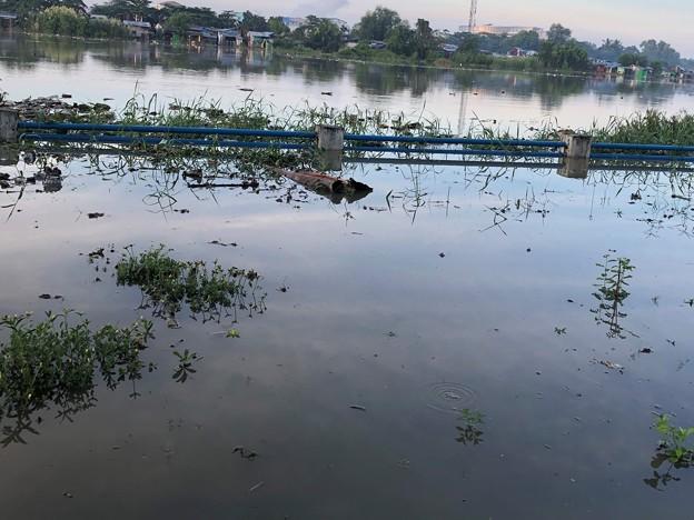 ヤンゴン10月9日の空とあふれた川 (5)