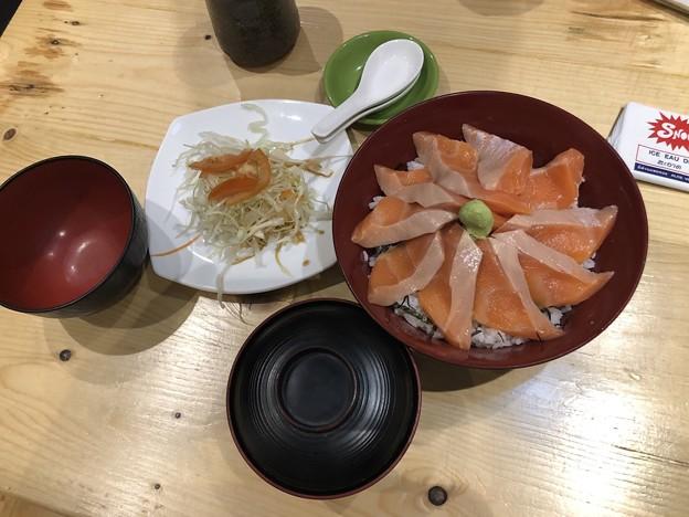 サーモン丼at Yangon (2)
