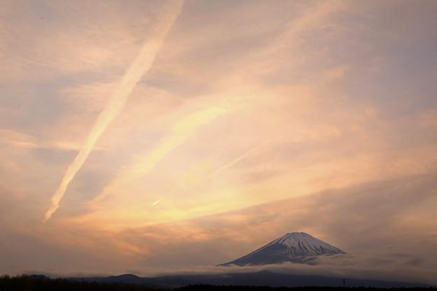 霞富士の夕景