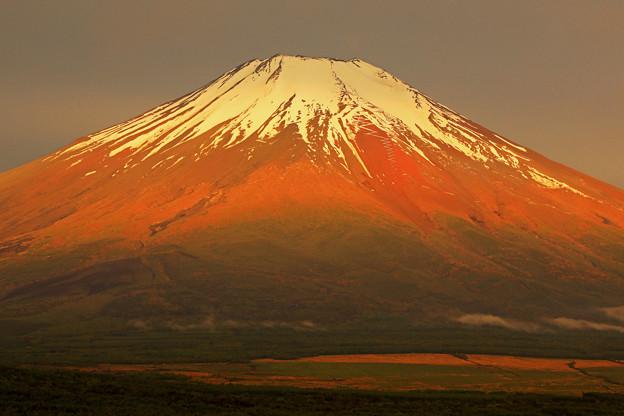 梅雨富士_赤富士の光景