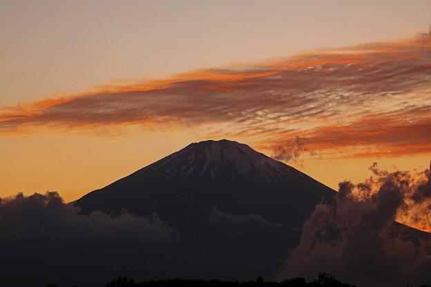 夕景の山頂雲