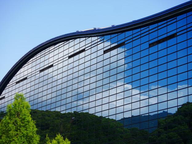 空を映す九州国立博物館