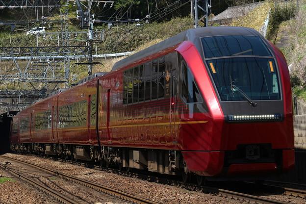 近鉄80000系HV01