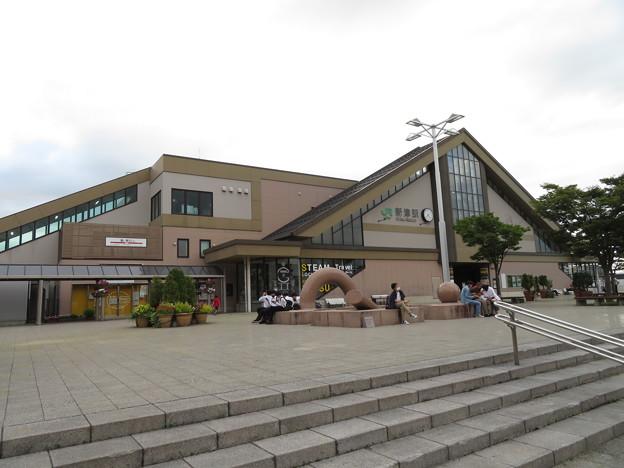 新津駅 東口