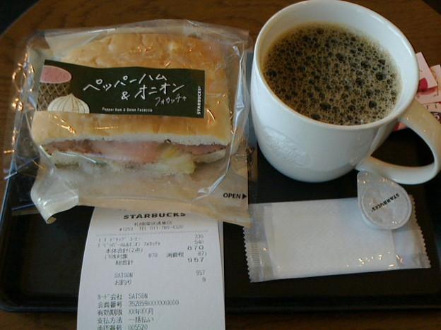 スターバックス「ペッパーハム& オニオンフォカッチャ+ ドリップコーヒー」594 円+363円
