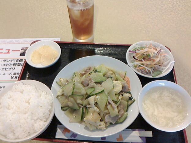 張さん厨房「今週のおすすめランチ」800 円豚肉とズッキーニと玉子の炒め