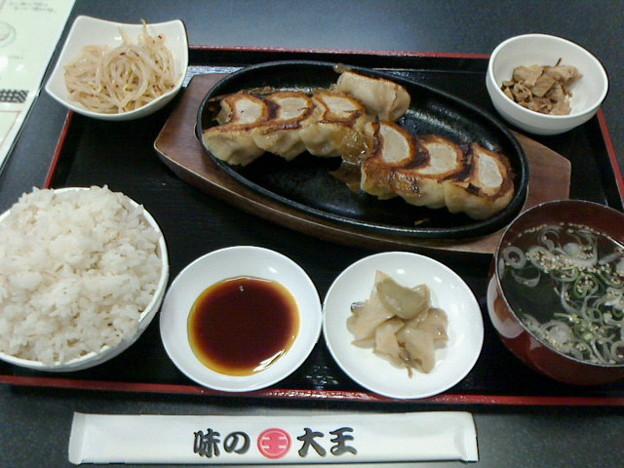 味の大王餃子部「スタミナ4 チーズカレー3 ぎょうざ定食」900 円ライス大