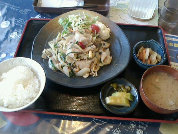 和楽来「豚ばらにんにく炒め定食」940円わらく