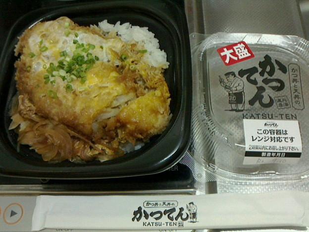 かつてん「かつ丼大盛り弁当」4 90円毎月10 日は390 円