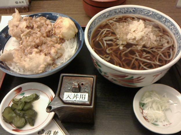 遊鶴「温そばと鶏親子天丼セット」920円