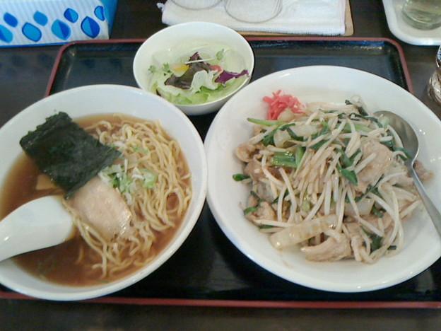 熊猫パンダ「サービスセット」7 60円肉ニラ炒め丼と小ラーメン