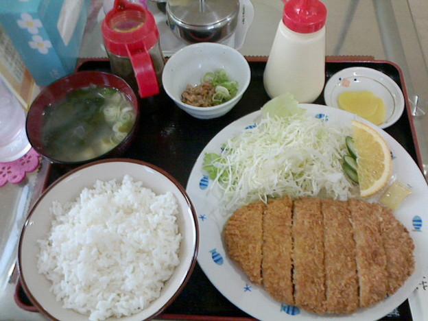 Photos: 茶茶「サービスランチB 」800円トンカツ定食ドリンク付き