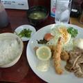 矢車やぐるま「B 定食」800 円生姜焼& エビ、サケフライ