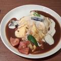 しゃぽーるーじゅパセオ店「彩り野菜のダブルソースオムライス」 1070円