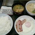 なか卯「目玉焼きベーコン朝定食& はいからうどん小」380 円&JAF優待券