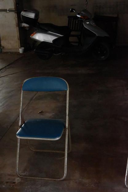 そこの椅子
