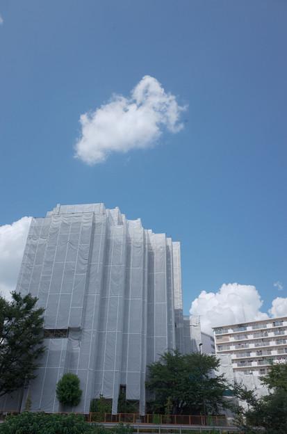 工事中と夏の空