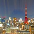 「カーテンオーロラ」に包まれた東京タワー
