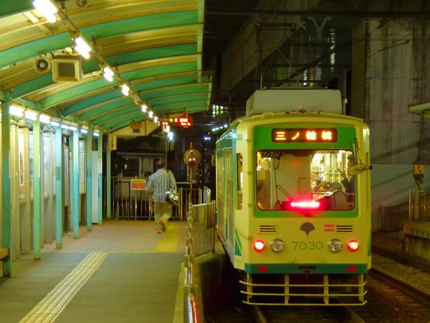 Photos: 夜ラッシュ時の王子駅前電停 2016.5.14