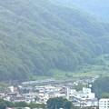 Photos: 山郷を行く