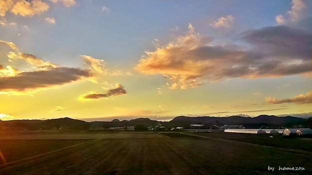 車窓からの夕景