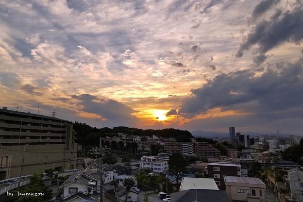 暗雲の夕陽