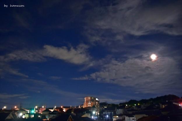 月灯りの夜空