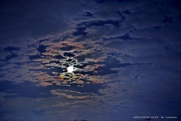 暗雲の中秋名月