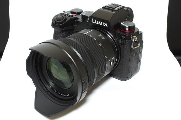 Panasonic LUMIX S5 (LUMIX DC-S5K 標準ズームKレンズキット)