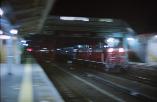 亀岡駅を通過する上り「出雲」