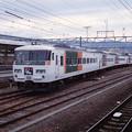 三島駅の渡り線を行く「踊り子」