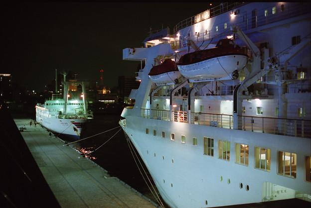"""""""大型客船""""と大型客船"""
