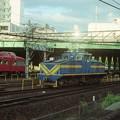 金山駅に進入するデキ604