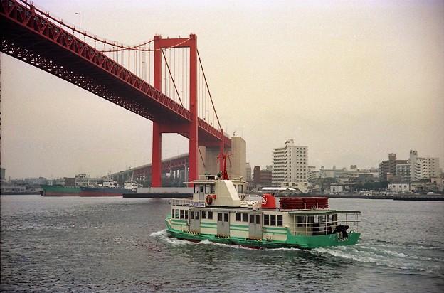 若戸大橋と「第十六わかと丸」