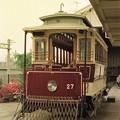 停留所で発車を待つ27号電車