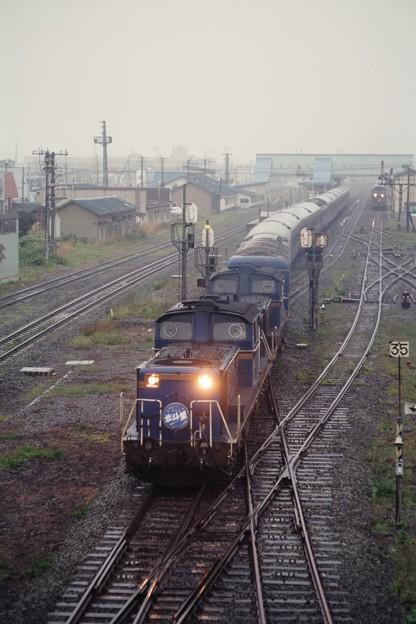 Photos: 19970822カートレインを抜く北斗星3号@長万部