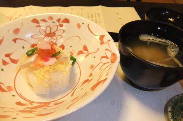 食事 ちらし寿司 味噌汁