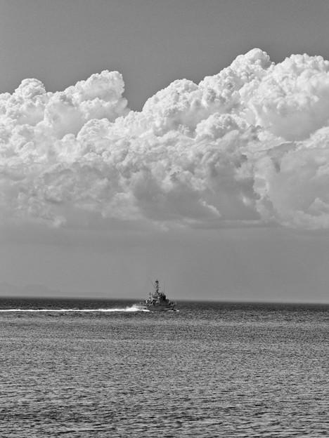 夏雲と巡視船