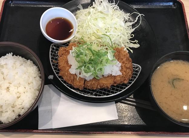 Photos: おろしポン酢ロースカツ定食 690円