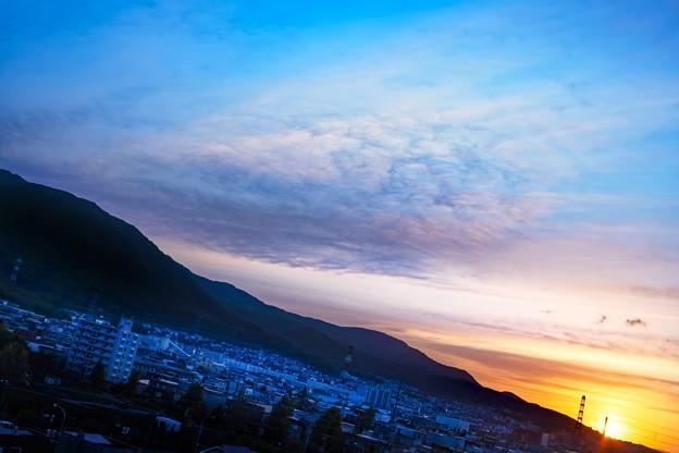 鉄塔のある風景/蒼く染まる街