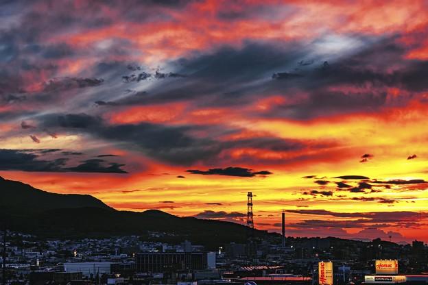 鉄塔のある風景/ west burns