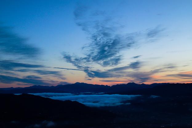 雲流れる朝