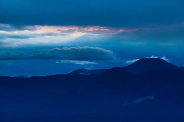 雲間の朝焼け