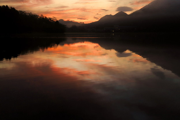 Photos: 染まる湖畔
