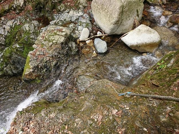 二段滝 上の大滝に向かうロープ